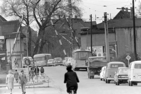 ARH NL Mellin 01-058/0014, Bahnübergang Burgdorfer Straße in Lehrte, zwischen 1965/1970