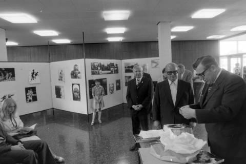 ARH NL Mellin 01-059/0013, Ausstellung des Fotografen Günther Koch?, um 1972