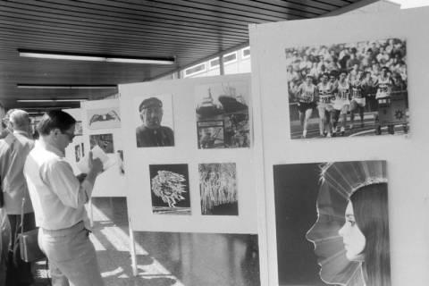 ARH NL Mellin 01-059/0014, Ausstellung des Fotografen Günther Koch?, um 1972