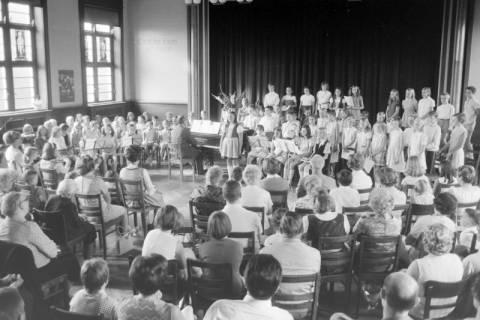 NL Mellin 01-062/0020, Konzert? im Saal des Gemeindezentrums der Kirchengemeinde St. Pankratius, Burgdorf, ohne Datum
