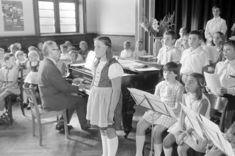 NL Mellin 01-062/0022, Konzert? im Saal des Gemeindezentrums der Kirchengemeinde St. Pankratius, Burgdorf, ohne Datum