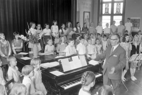NL Mellin 01-062/0023, Konzert? im Saal des Gemeindezentrums der Kirchengemeinde St. Pankratius, Burgdorf, ohne Datum