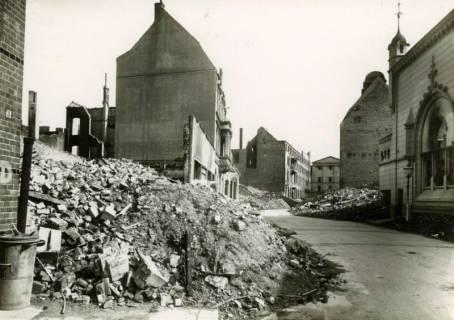 ARH Slg. Mütze 001, Odeonstraße nach provisorischer Trümmerräumung, Hannover, zwischen 1943/1949