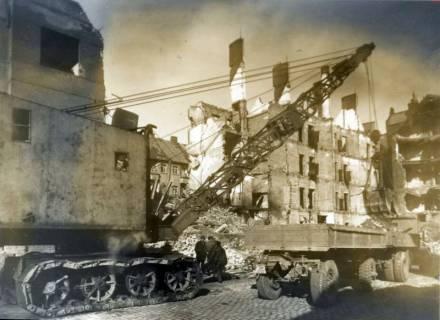 ARH Slg. Mütze 009, Trümmerräumung in der Edenstraße, Hannover, zwischen 1943/1949