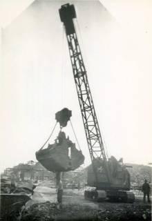 ARH Slg. Mütze 016, Beladung von Lorenwagen vor der Continental, Hannover, zwischen 1943/1949
