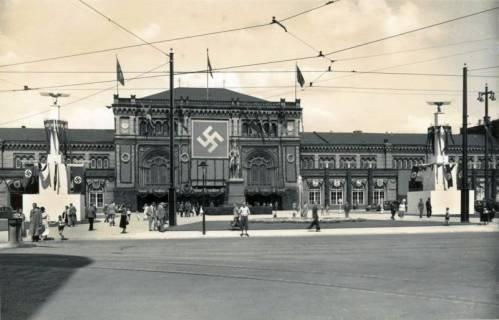ARH Slg. Mütze 023, Beflaggung des umgebauten Ernst-August-Platzes anlässlich eines Parteitages, Hannover, 1938