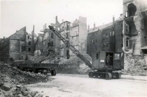 ARH Slg. Mütze 031, Trümmerräumung in der Fundstraße, Hannover, 1946