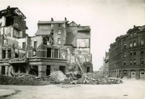 ARH Slg. Mütze 033, Trümmer und Ruinen in der Hainhölzer Straße, Hannover, zwischen 1943/1949