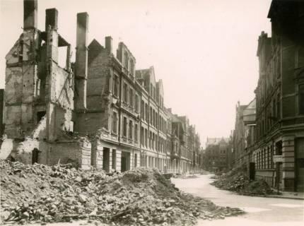 ARH Slg. Mütze 034, Trümmer und Ruinen in der Rankestraße (heute Windthorststraße), Hannover, zwischen 1943/1949