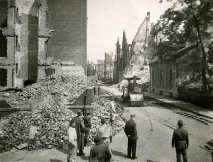 ARH Slg. Mütze 036, Trümmerräumung in der Henriettenstraße (heute Sonnenweg), Hannover, zwischen 1943/1949