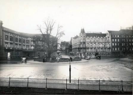 ARH Slg. Mütze 037, Ernst-August-Platz vor dem Umbau 1938 mit Blick in die Luisenstraße, Hannover, vor 1938