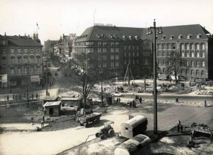 ARH Slg. Mütze 042, Umbau des Ernst-August-Platzes und Blick in die Schillerstraße, Hannover, 1938