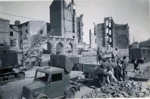 ARH Slg. Mütze 050, Trümmerräumung in der Nikolaistraße, Hannover, 1946