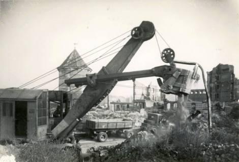 ARH Slg. Mütze 058, Trümmerräumung in der Sandstraße, Hannover, 1946
