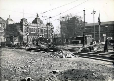 ARH Slg. Mütze 064, Umbau des Ernst-August-Platzes, im Hintergrund die Hauptpost (links), Hannover, 1938