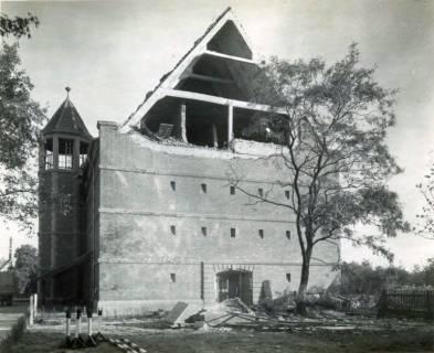 ARH Slg. Mütze 093, Herausgedrückter Dachgiebel am Luftschutzbunker Bahnhofstraße nach Bombentreffer, Misburg, 1944