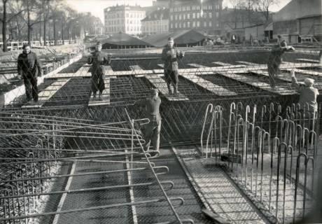 ARH Slg. Mütze 095, Stahlbewehrung der Abschlußdecke eines unterirdischen Luftschutzbunkers am Klagesmarkt zwischen Otto-Brenner- und Theodorstraße, Hannover, 1941