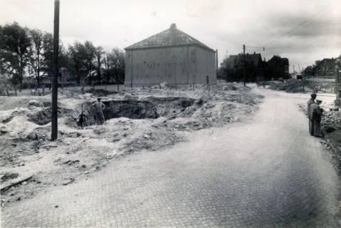 ARH Slg. Mütze 102, Bombenkrater am Luftschutzbunker Am Seelberg, Misburg, 1944