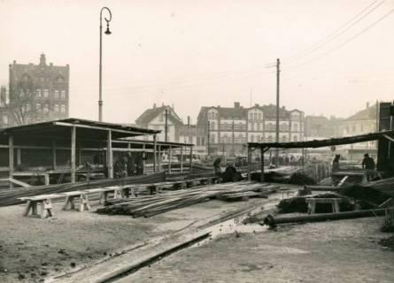 ARH Slg. Mütze 122, Stahllager und Biegetische an der Baustelle des Luftschutzbunkers am Klagesmarkt, Hannover, 1942