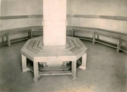 ARH Slg. Mütze 136, Innenraum eines Splitterbunkers, Bothfeld, 1942