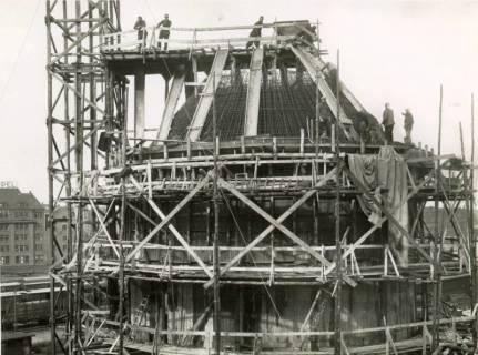 """ARH Slg. Mütze 151, Armierung der Kuppel des Luftschutzbunkers """"Sandstraße"""", Nordstadt, um 1941"""