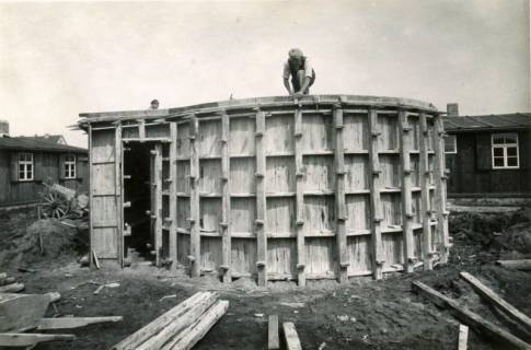 ARH Slg. Mütze 160, Verschalung eines Splitterbunkers, Bothfeld, 1943