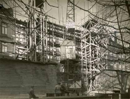 ARH Slg. Mütze 166, Außengerüst der Baustelle des Luftschutzbunkers Friesenstraße, Oststadt, 1942