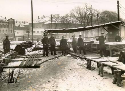 ARH Slg. Mütze 172, Stahllager und Biegetische an der Baustelle des Luftschutzbunkers am Klagesmarkt, Hannover, um 1941