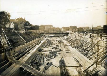 ARH Slg. Mütze 184, Baustelle des Luftschutzbunkers am Klagesmarkt, Hannover, um 1941
