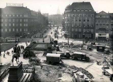 ARH Slg. Mütze 198, Umbau des Ernst-August-Platzes und Blick in die Bahnhofstraße, Hannover, 1938