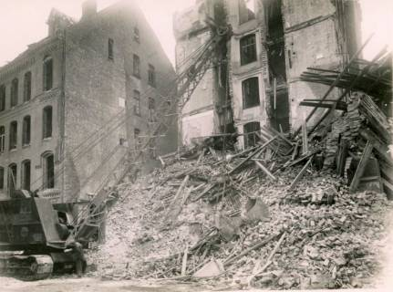 ARH Slg. Mütze 205, Trümmerräumung in der Celler Straße (heute Lister Meile), Hannover, 1944