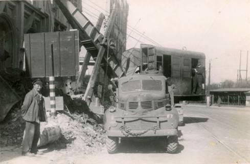 ARH Slg. Mütze 225, Trümmerräumung in der Nikolaistraße, Hannover, zwischen 1943/1949