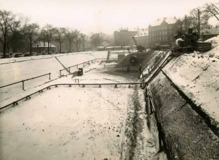 ARH Slg. Mütze 234, Baugrube für den Bau eines unterirdischen Luftschutzbunkers am Klagesmarkt zwischen Otto-Brenner- und Theodorstraße, Hannover, zwischen 1939/1940