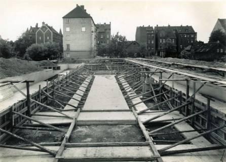 """ARH Slg. Mütze 239, Baustelle des Luftschutzbunkers """"Dühringstraße"""", Hainholz, 1942"""