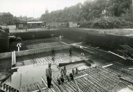 """ARH Slg. Mütze 272, Bewehrungsarbeiten am Luftschutzbunker """"Am Welfenplatz"""", Oststadt, 1941"""