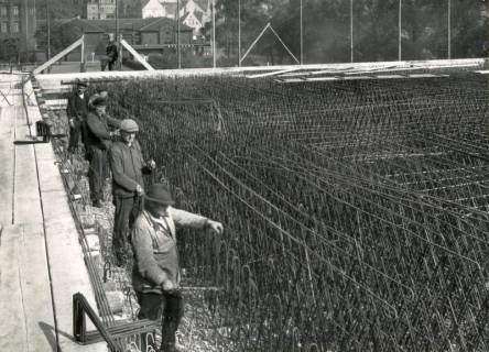 """ARH Slg. Mütze 275, Bewehrungsarbeiten am Luftschutzbunker """"Am Welfenplatz"""", Oststadt, 1941"""