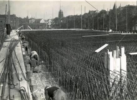 """ARH Slg. Mütze 276, Bewehrungsarbeiten am Luftschutzbunker """"Am Welfenplatz"""", Oststadt, 1941"""