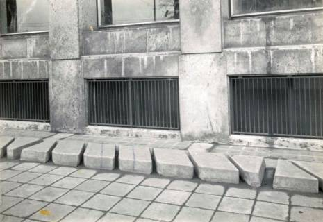 ARH Slg. Mütze 292, Fahrradständer am Hauptpostamt. Hannover, 1952