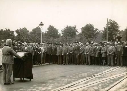 ARH Slg. Mütze 352, Ansprache zur Wiedereröffnung der Podbielskistraße, die als Zubringerstraße zur neuen Reichsautobahn ausgebaut wurde, Hannover, 1936