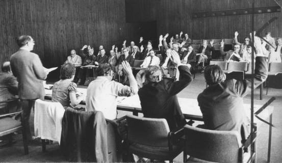 ARH Slg. Bartling 1, Sitzung der Gemeindedirektoren bzw. der Bürgermeister des Kreises Neustadt im Kinosaal des FZZ, 1973