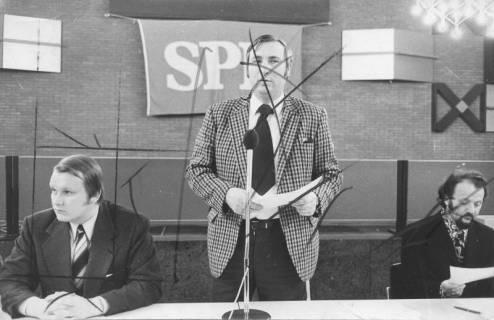 ARH Slg. Bartling 6, Jürgen Fricke auf SPD-Parteiveranstaltung im Bürgersaal des FZZ, 1975