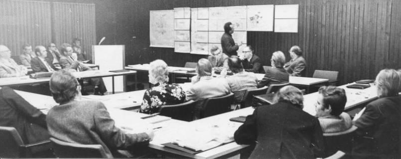 ARH Slg. Bartling 11, Vortrag des Architekts Ziegemeyer vor dem Stadtrat im Kinosaal des FZZ, 1973