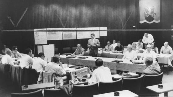 ARH Slg. Bartling 44, Sitzung des Bauausschusses im Kinosaal des FZZ, um 1973