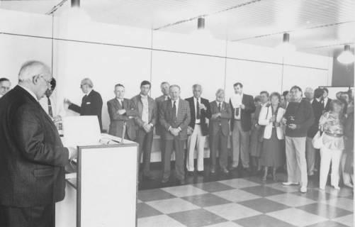 ARH Slg. Bartling 53, Steh-Empfang einer Gruppe durch den Bürgermeister, um 1975