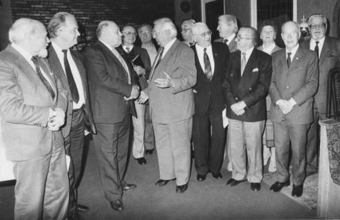 ARH Slg. Bartling 62, Steh-Empfang einer Besuchergruppe durch den Bürgermeister Henry Hahn, um 1985