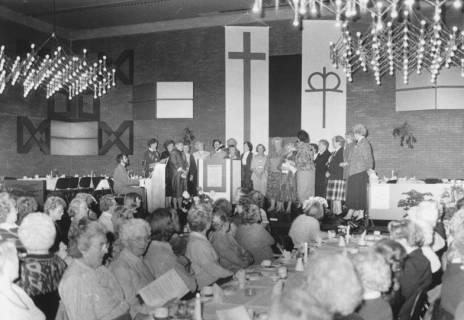 ARH Slg. Bartling 79, Frauennachmittag der evangelischen Kirchengemeinde im Bürgersaal des FZZ, um 1985