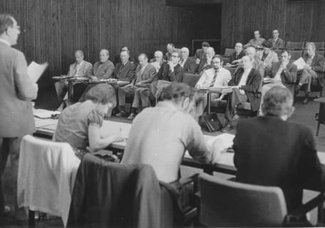 ARH Slg. Bartling 88, Sitzung der Bürgermeister bzw. Gemeindedirektoren des Altkreises Neustadt im Kinosaal des FZZ, um 1973
