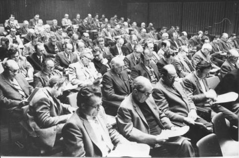 ARH Slg. Bartling 106, Vollversammlung des Rates, der Stadt Neustadt und umgebenden 33 Gemeinden im Kinosaal des FZZ zur Beratung der Verwaltungs- und Gebietsreform, 1974