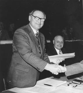 ARH Slg. Bartling 132, Herbert Gubba, Bürgermeister und Stadtdirektor Otto Hergt, 1974