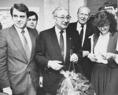 ARH Slg. Bartling 141, Überreichung eines Blumengewindes, um 1985